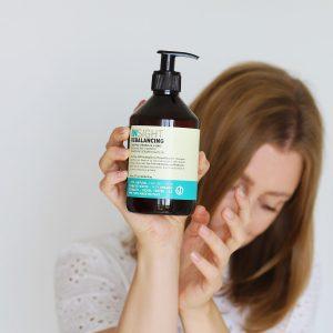 szampon do przetłuszczającej się skóry głowy, szampon do przetłuszczających się włosów, szampon przeciw przetłuszczaniu się włosów, szampon przeciw przetłuszczaniu, szampon insight rebalancing