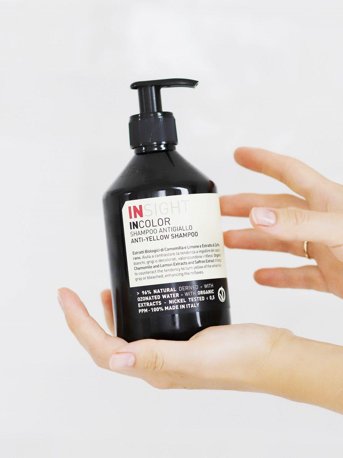 szampon niwelujący żółte odcienie, szampon dla blondynek, szampon do blondu, szampon ochładzający kolor, szampon niwelujący żółte odcienie insight, szampon insight anti yellow